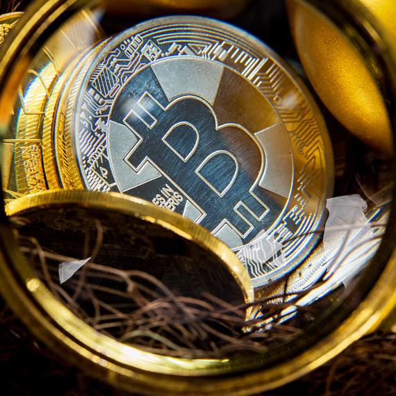 Bitcoin najsilniej zyskuje od jedenastu dni. Odbija do 8300 USD